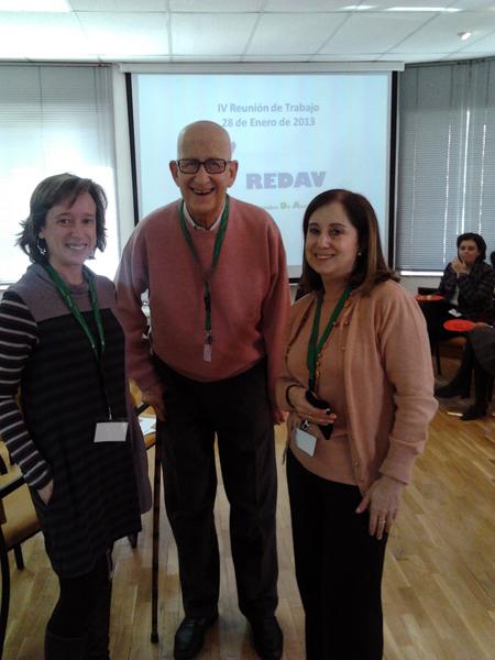 Hortensia y Beatriz con el Presidente de REDAV
