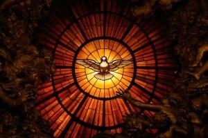 detalle-de-una-de-las-vidrieras-de-la-basilica-de-san-pedro-que-muestra-al-espiritu-santo_galeria_principal_size2