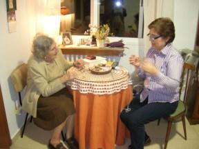 Mila haciendo punto con Virginia en El Carmen