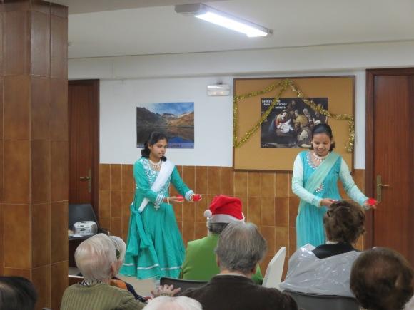 Hermanas Carmelitas de la india interpretan un villancico de su país
