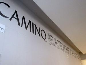 Encabeza el mural el titulo Camino, seguido de su traducción a los idiomas en los que se ha publicado