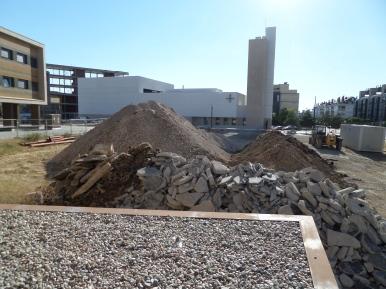 Acopio de materiales para la urbanización de la C/ Luis Rodríguez Arango