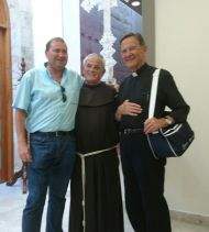 Con el Padre Artemio (de origen burgalés), responsable de la acogida a los peregrinos