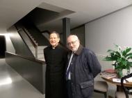 Benigno, con el párroco