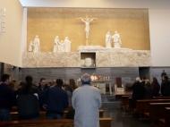 En la Misa celebrada por su sobrino D. Ernesto